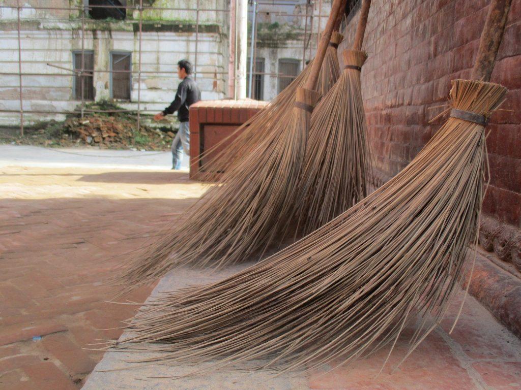 日常清掃 定期清掃の違いを認識しましょう。